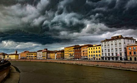 _E7A6772 Storm clouds over the Arno River in Pisa web ready