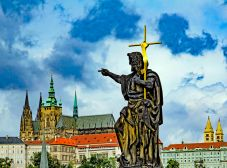 _E7A1325 Jesus pointing to Prague Cathedral web ready