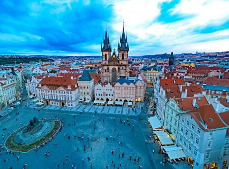 _E7A1397 Old Town Square Prague from tower web ready