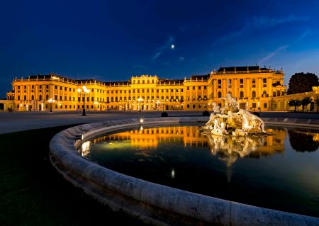 _E7A1884 Shounbrunn Palace at Blue Hour web ready