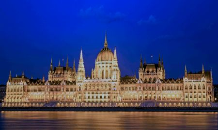 _E7A2148 Hungarian Parliament at Blue Hour web ready